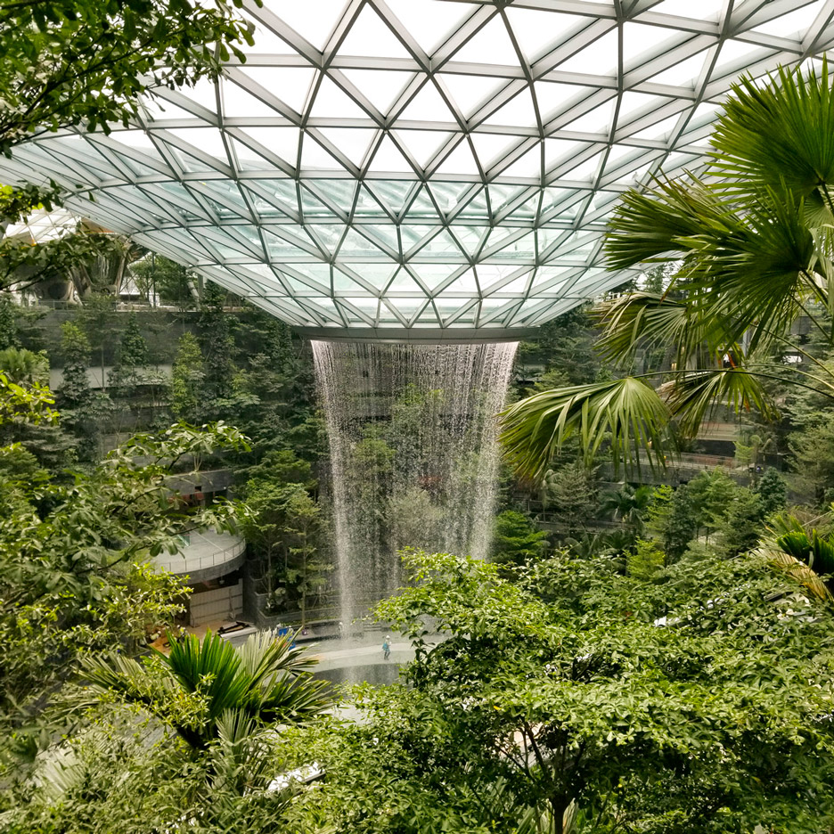 moshe-safdie-changi-airport-construction-photo-peter-walker-partners-landscape-architects-sq_a.jpg