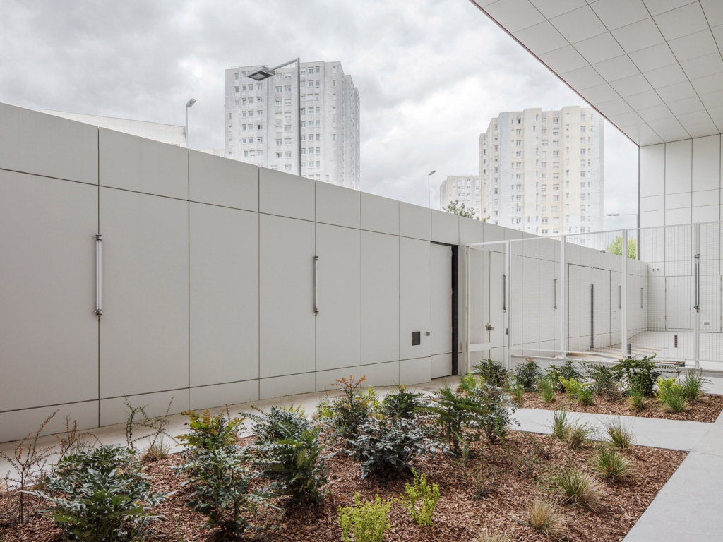 minimum-security-prison-local-architecture-network-lan-nanterre-france-penitentiary-services-integration-probation-headquarters-offices_dezeen_2364_col_4.jpg
