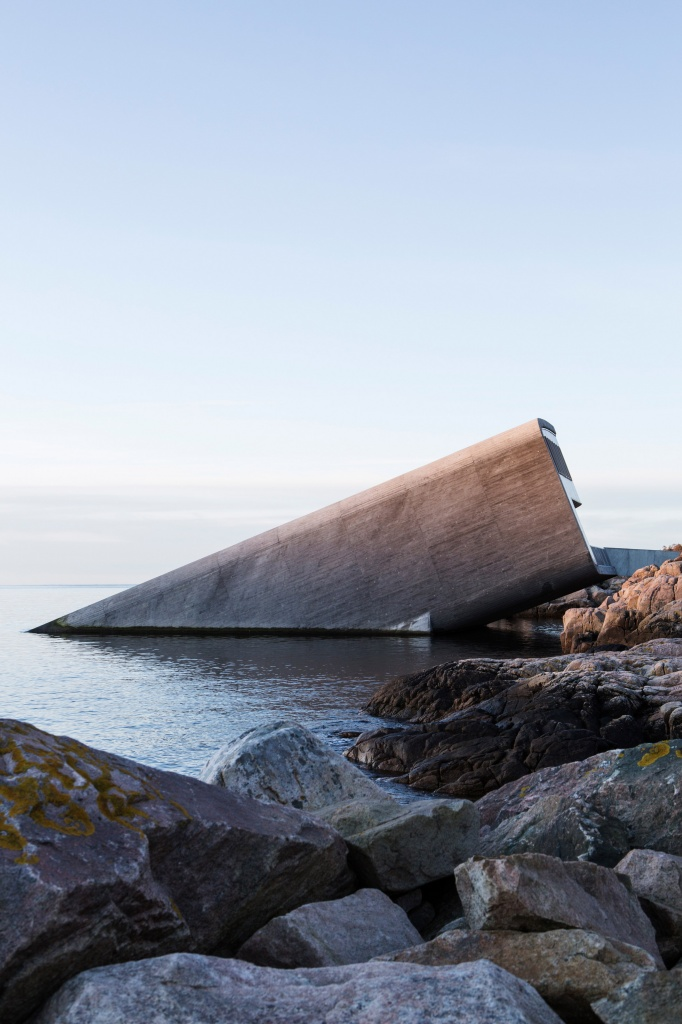 under-snohetta-underwater-restaurant-architecture-public-leisure-baly-lindesnes-norway_dezeen_2364_col_6.jpg